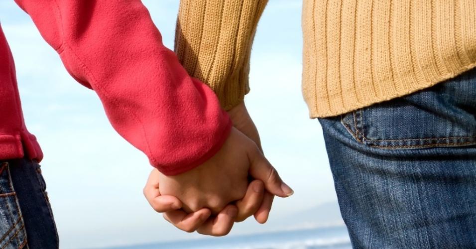 Mídia indoor, casal, união, namoro, casamento, carinho, amor, divórcio, separação, mãos, marido, mulher, homem, relacionamento, inverno, casaco, frio, passeio, viagem, férias, romance, romântico, dia dos namorados, data