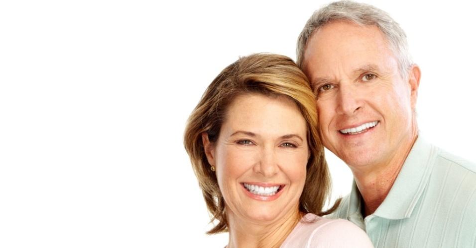 Mídia indoor, home, mulher, casal, idoso, aposentado, união, casamento, aposentadoria, família, pais, feliz, saudável, plano de saúde, previdência, economia, amor, amante, maturidade, pessoa, idosa, carinho, romance, relacionamento