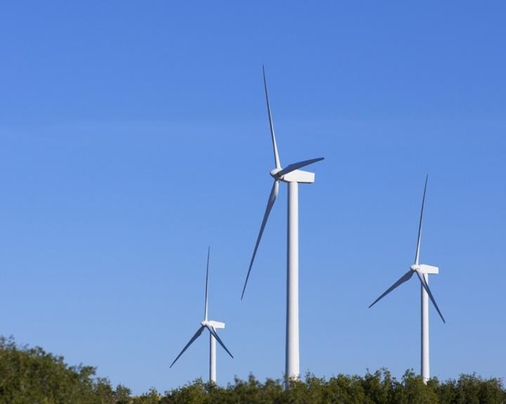 Mídia indoor, eletricidade, energia, ambiente, geração, gerador, vento, moinho de vento, arborizado, energia eólica