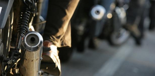 Curta durabilidade de catalisadores faz motos que rodam demais poluírem atmosfera - Rafael Hupsel/Folha Imagem