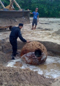 No dia 11 de maio desse ano, funcionários que trabalhavam em uma obra de saneamento encontraram uma mina marítima enterrada a menos de dois metros de profundidade na areia da praia, no centro de Maragogi (AL)