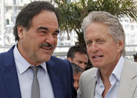 Oliver Stone e Michael Douglas apresentam Wall Street - O Dinheiro Nunca Dorme em Cannes