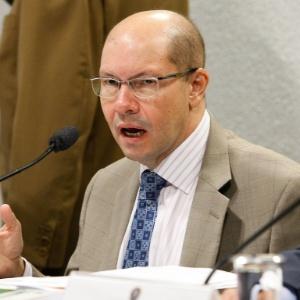 O senador Demóstenes Torres (DEM-GO) é suspeito de envolvimento em um esquema de corrupção comandado pelo empresário José Augusto Ramos, o Carlinhos Cachoeira