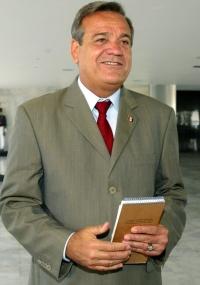 Ronaldo Lessa (PDT), ex-governador de Alagoas e candidato em 2010 a retornar ao cargo, foi denunciado por improbidade administrativa