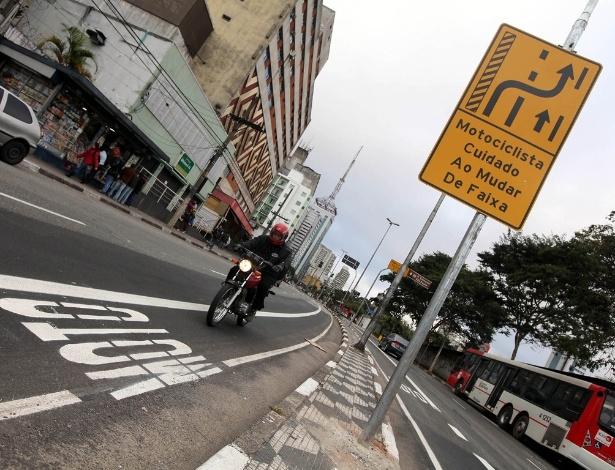 Uso da moto e convivência entre motociclistas e motoristas ficam de fora das propostas de governo