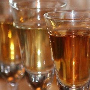 Estudo da Unifesp mostra que bebida clandestinas, como cachaça de alambique, contém substâncias tóxicas para a saúde