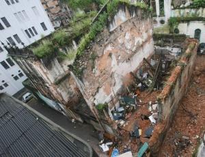 Quatro pessoas morreram após o desabamento de um casarão em Salvador nesta terça (17)