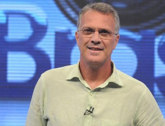 """Pedro Bial comanda o """"Big Brother Brasil"""" na Globo, o reality está na grade de férias da emissora carioca (2010)"""