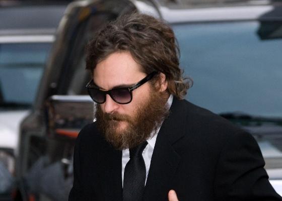"""Ator Joaquin Phoenix chega para gravação do programa """"The Late Show with David Letterman"""" em Nova York"""