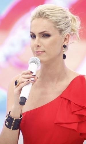 """Mídia indoor; wap; celular; TV; Ana Hickmann; apresentadora; modelo; programa """"Tudo é Possível""""; Record"""