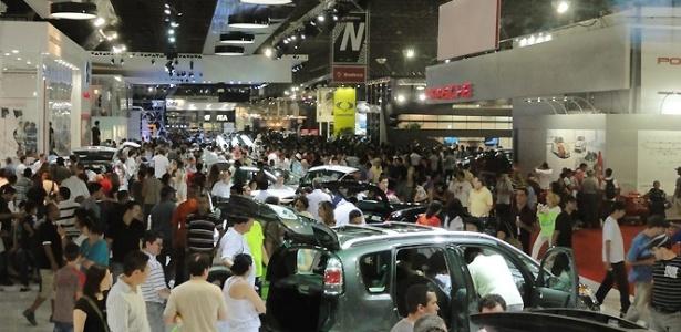 Público total de 2010 foi de 750 mil pessoas -- mesma expectativa da organização do evento para este ano - UOL