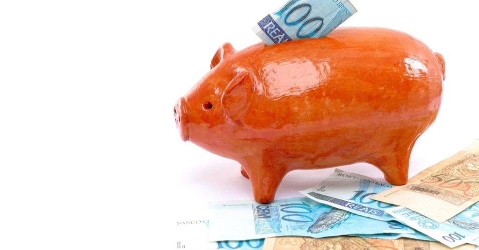 Mídia indoor, economia, dinheiro, banco, poupar, poupança, moeda, débito, crédito, investir, investimento, crescimento, rendimento, lucro, empréstimo, poupar, finança, financeiro, pagamento, pagar, cofre, cofrinho, porco, instituição