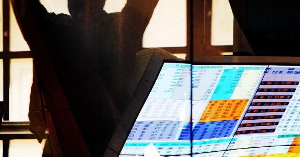 Gráficos indicam queda e alta de ações da Bovespa