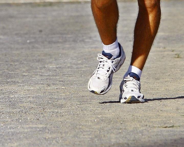 Mídia; wap; celular; TV; marcha atlética; atletismo; caminhada; tênis; esporte; pisada; perna; torta; andar