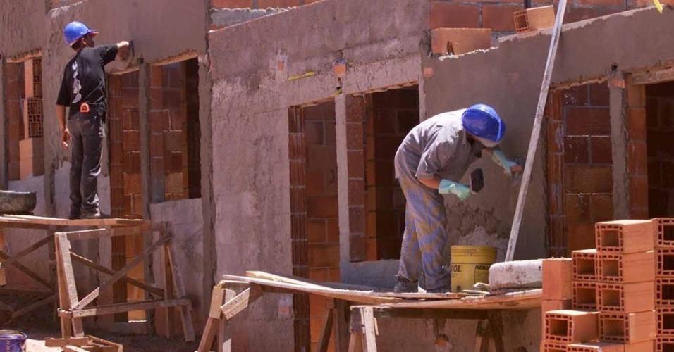 Mídia indoor; wap; celular; TV; Construção; obra; casa; mutirão; habitação; pedreiro; peão; material; habitacional