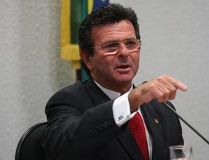 O Ministro Fux deverá solicitar que a Presidência da República apresente a defesa da lei