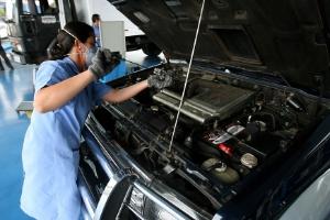 Carro passa por inspeção veicular, procedimento obrigatório para veículos de São Paulo