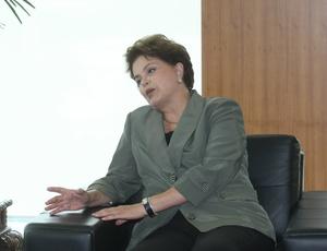 Dilma tentou mostrar otimismo: disse que o Brasil cumprirá os prazos e fará uma Copa de sucesso