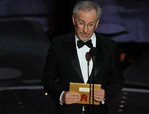 Steven Spielberg apresenta uma categoria do Oscar 2011
