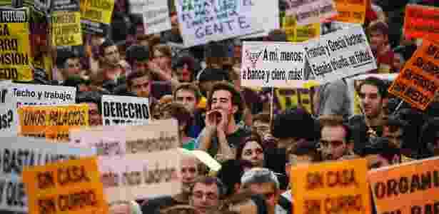 Jovens espanhóis protestam contra o desemprego e a crise econômica em Madri - REUTERS/Susana Vera