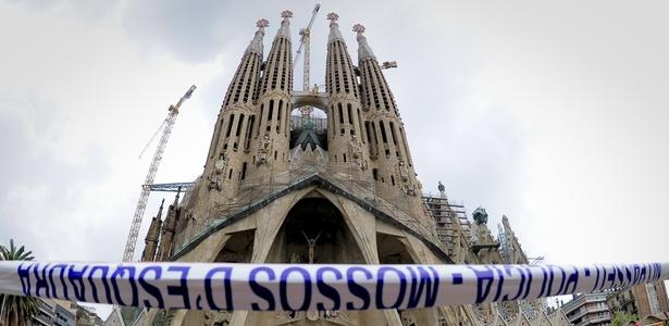 Sagrada Família sofre incêndio em seu interior, na manhã de terça-feira (19/04/2011) - AFP