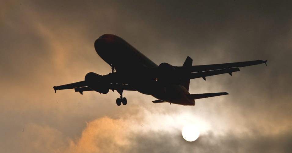 Mídia Indoor, TV; wap; celular; Avião; decolagem; aeronave; aviação, aeroporto; atraso; voo; setor aéreo