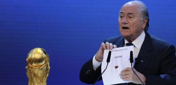 Joseph Blatter, presidente da Fifa, anuncia como de 2022 no Qatar