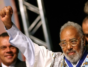 Abdias do Nascimento, líder do movimento negro no Brasil, morre no Rio de Janeiro aos 97 anos