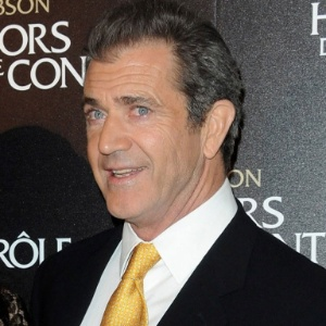 "O ator Mel Gibson posa para foto na première de ""Edge Of Darkness"" em Paris (4/2/2010) - Pascal Le Segretain/Getty Images"