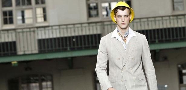 A grife japonesa Kenzo apresenta suas criações na semana de moda masculina de Paris. Na foto, look para o Verão 2012 da marca - AP