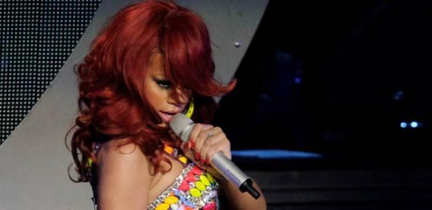 Cantora pop Rihanna, durante apresentação no Staples Center, em Los Angeles