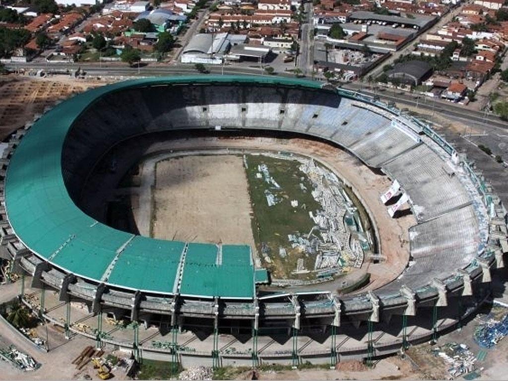 Gramado de R$ 500 mil do estádio Castelão, de Fortaleza, some e vira jardim em prédio público do Ceará