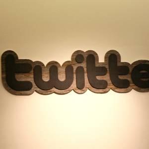 Logo da rede social Twitter na entrada sede da empresa em São Francisco, Estados Unidos