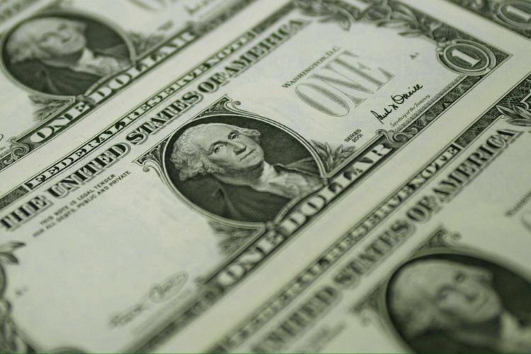 Uma cédula de um dólar, a moeda americana, impressa em Washington, nos Estados Unidos (EUA)
