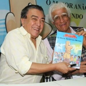 """Mauricio de Souza e Ziraldo autografam livro que lançaram juntos """"O Maior Anão do Mundo"""" na Bienal do Livro, no Rio de Janeiro (10/9/11) - AgNews"""