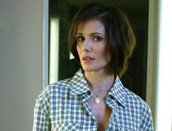 Deborah Secco muda o visual para a série Louco por Elas, onde interpretará uma escritora e jornalista