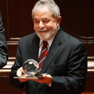 Ex-presidente Luiz Inácio Lula da Silva recebe prêmio em Portugal (29.mar.2011)
