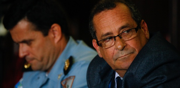 Coronel Erir Costa Filho (em primeiro plano) foi exonerado após quase dois anos ocupando o cargo de comandante-geral da Polícia Militar do Rio de Janeiro. A Secretaria de Segurança do Rio ainda não definiu um substituto - Folhapress