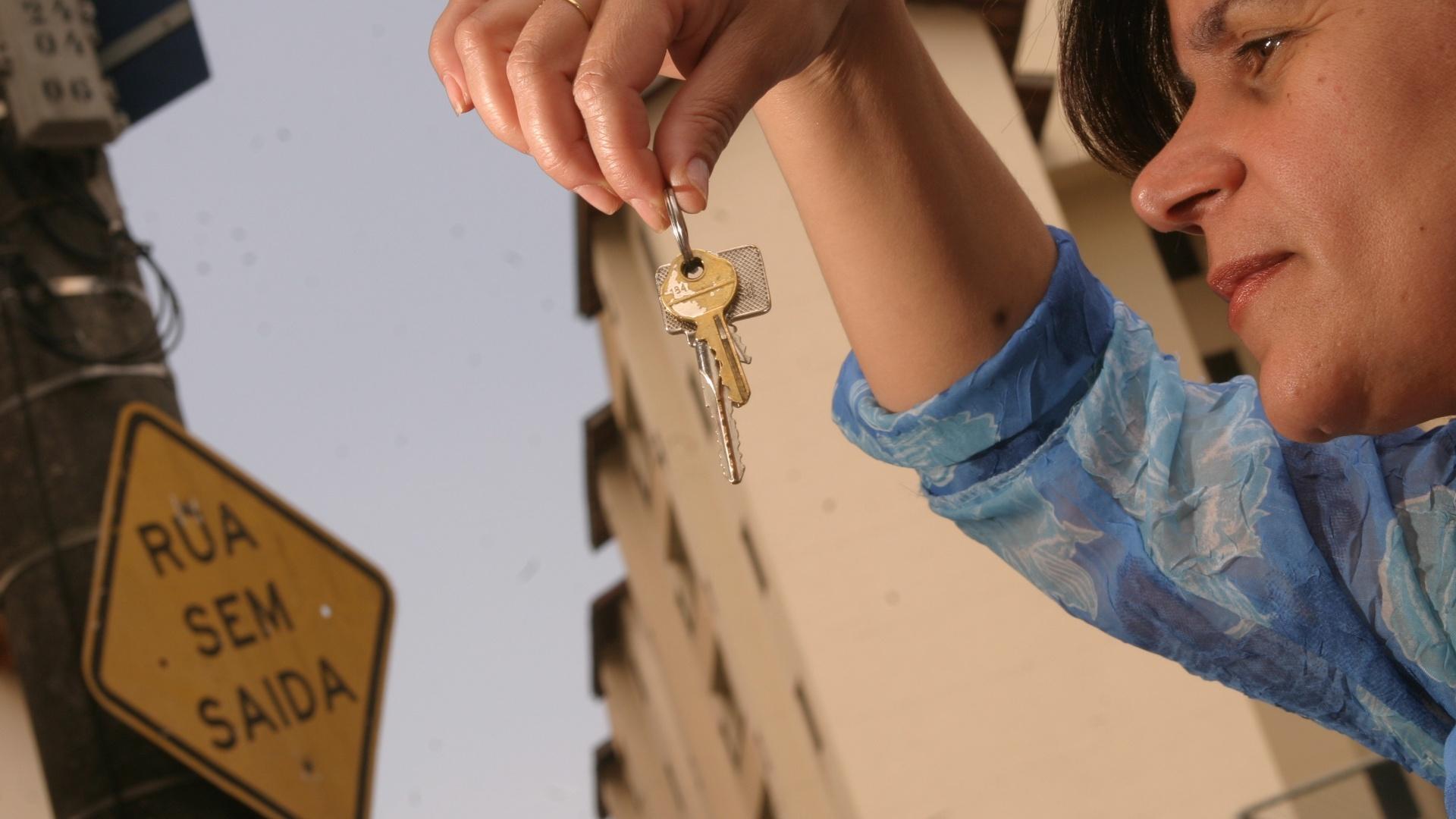 Até título de capitalização substitui fiador no aluguel  veja opções -  07 03 2013 - UOL Economia a8cc0a7a42058
