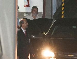 Lula deixa hospital em São Paulo