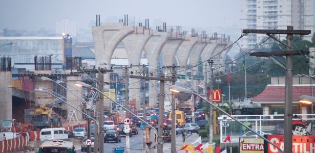 Obras do monotrilho em São Paulo: projeto está oficialmente fora da Copa de 2014 (foto de 17.nov.2012)