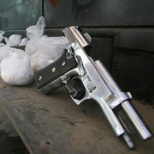 Operação em novembro do ano passado apreende armas e pedras de crack em favela na zona norte do Rio de Janeiro - Jadson Marques/AE