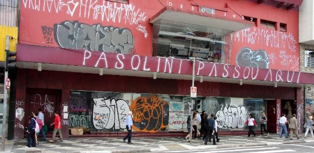 Fachada doCine Belas Artes, em SP, fechado desde março e que está completamente pichada