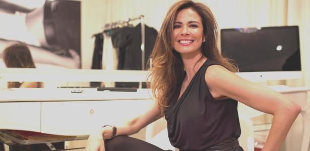 Luciana Gimenez posa em seu camarim na Rede TV!