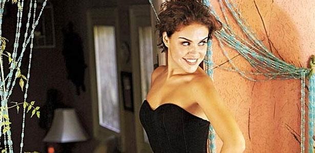 A atriz Paloma Bernardi se torna vilã no meio da novela