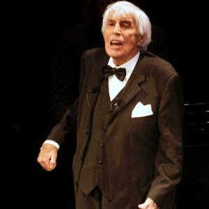 Johannes Heester durante espetáculo em 2008 na Holanda; ator morreu em 2011, após 90 anos de carreira - Michael Kooren/Reuters
