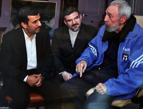 Ex-presidente cubano Fidel Castro se encontra com o presidente iraniano Mahmoud Ahmadinejad, em Havana, capital cubana, na última quarta-feira (11)