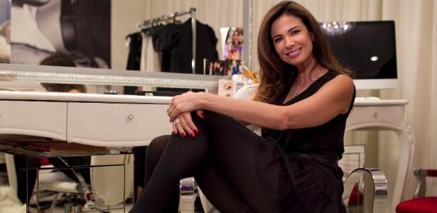 A apresentadora Luciana Gimenez no camarim dela na RedeTV!
