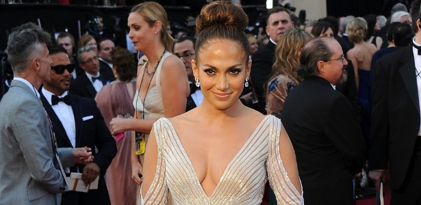 Jennifer Lopez posa no tapete vemelho do Oscar (26/02/2011)