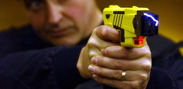 Arma de choque usada pela polícia pode ter iniciado incidente nos Estados Unidos